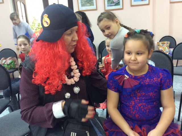 Баба Яга с девочкой.JPG
