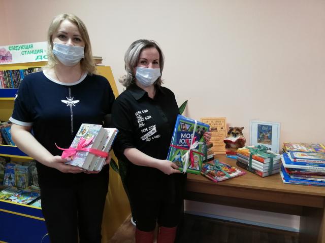 Библиотека семейного чтения принимает книги от дарителей.jpg