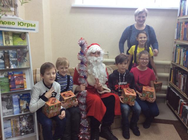 Дед Мороз с подарками 3.JPG